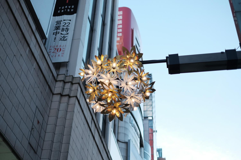 街灯の飾りつけ