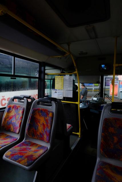 日本のバスには無いボックス席