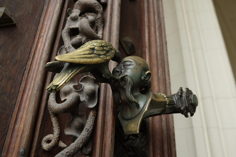 シュヴァルツェンベルク家の紋章を象ったドアノブ