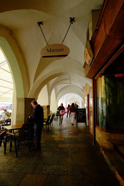 広場の回廊