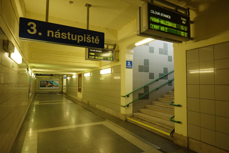 16:07発、チェルニー・クジージュ(Černý Kříž)行きの列車に乗る。