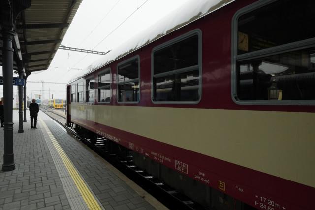 チェルニー・クジージュへ向かう赤い列車