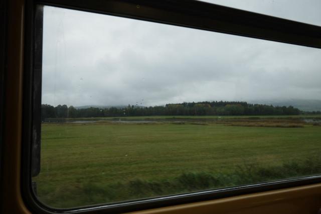 窓の外には南ボヘミアの平原が広がる。