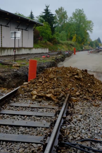 チェスキー・クルムロフ駅の線路は、工事の為全て撤去されていた。