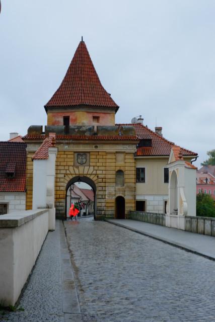 町の北にある、ブジェヨヴィツェ門から中に入る