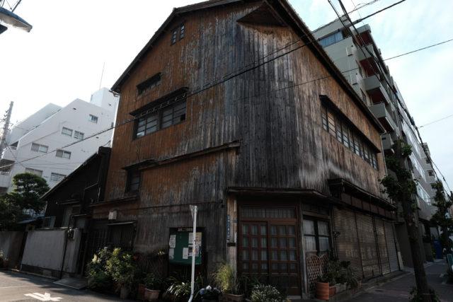 かつての下町工場だろうか、木造建築が印象的だった。