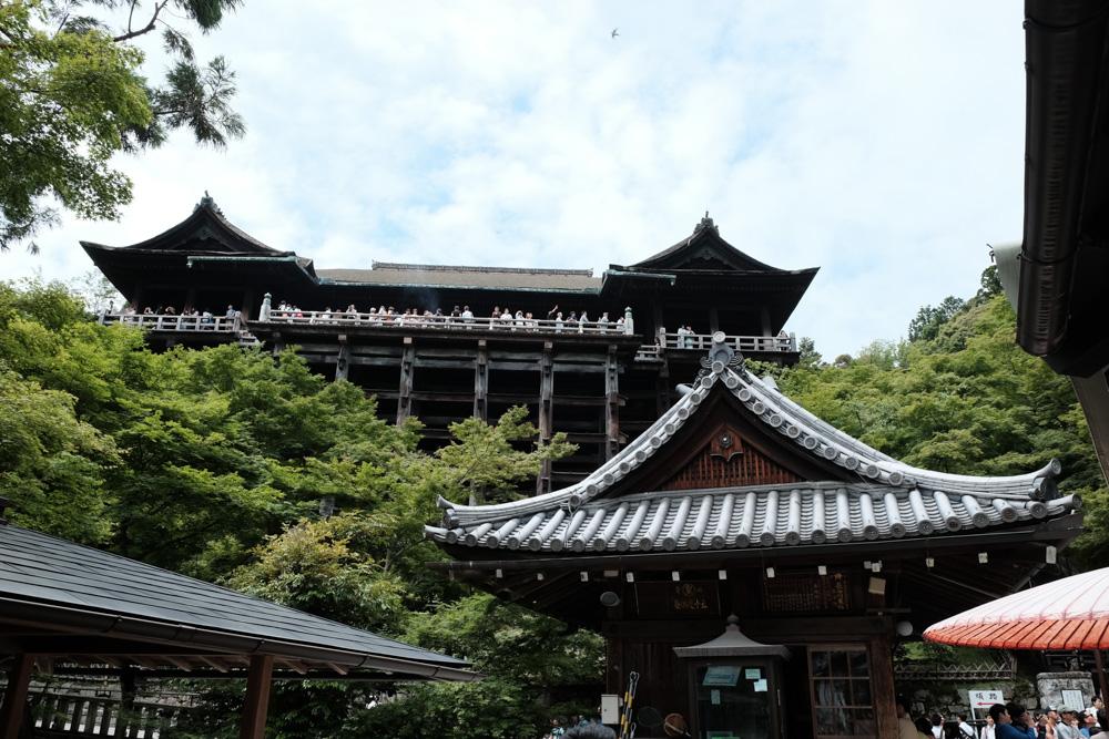 清水寺 舞台を下から眺める